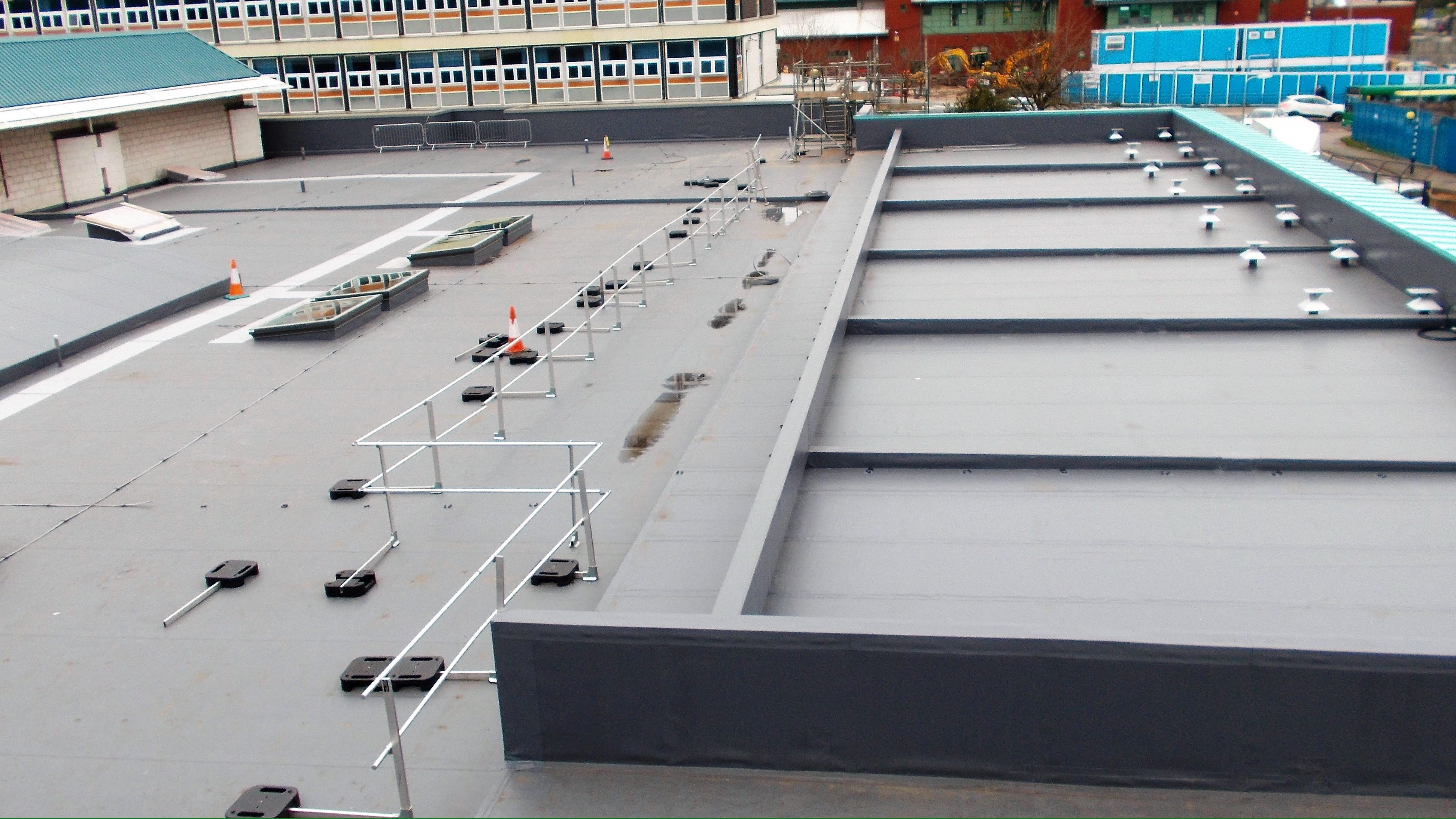 Aintree Hospital Reynolux Roofing Cladding Longworth Aintree Hospital Liverpool Fatra Optimo Traditional Textures (10)