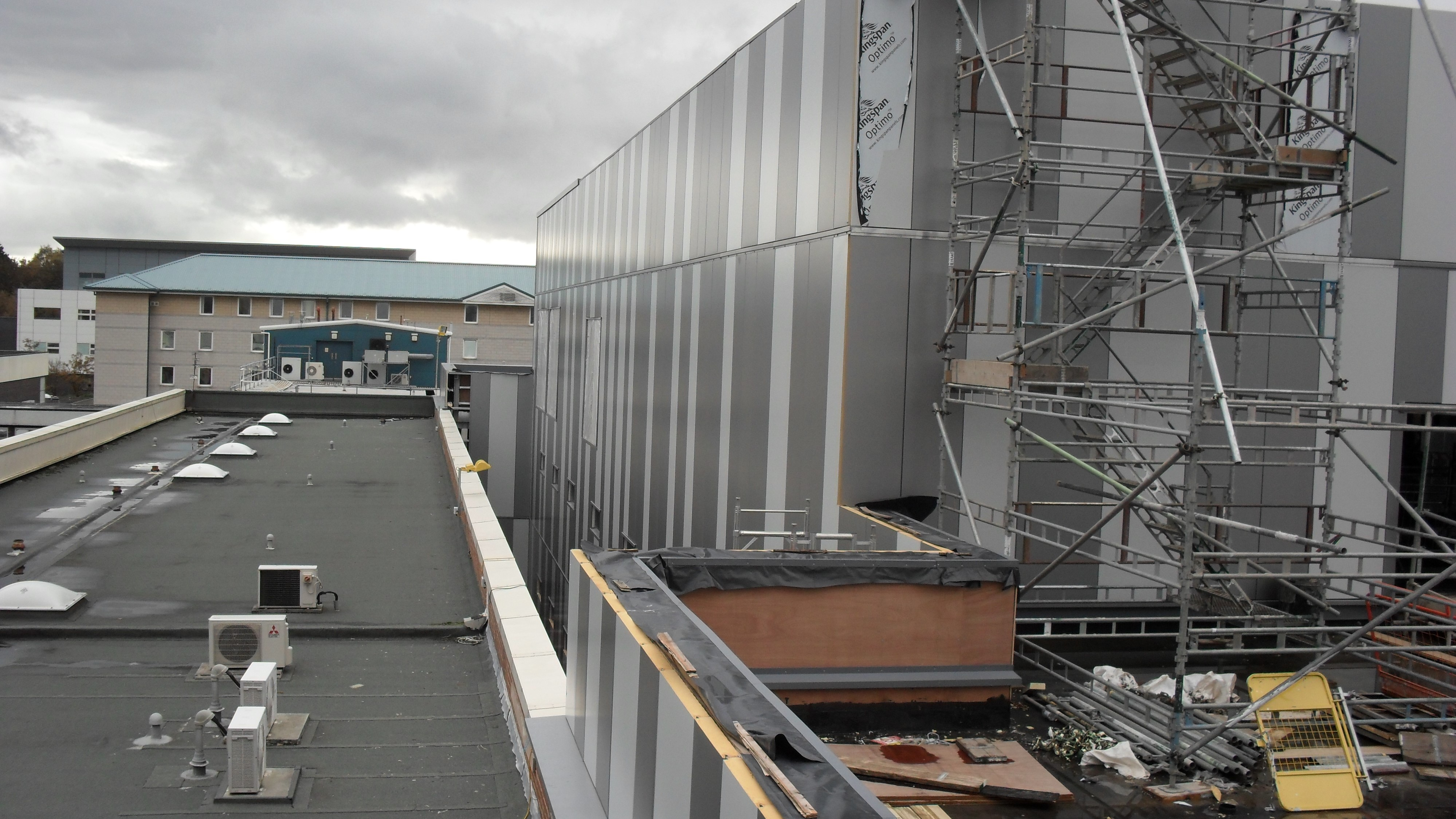 Aintree Hospital Reynolux Roofing Cladding Longworth Aintree Hospital Liverpool Fatra Optimo Traditional Textures (12)