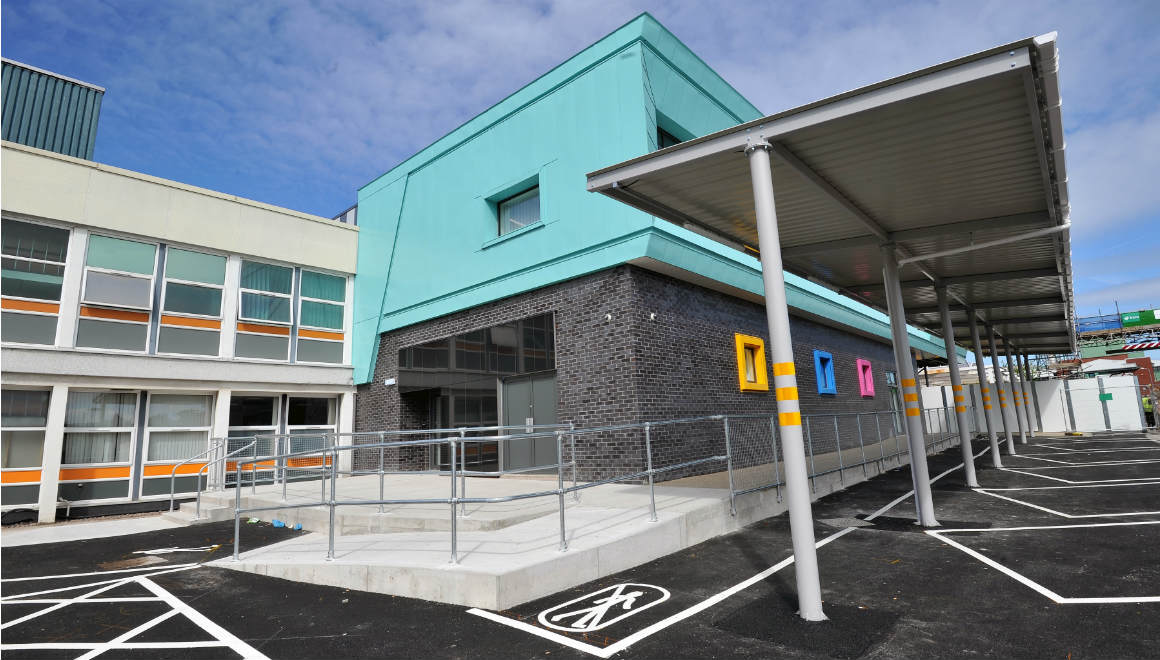 Aintree Hospital Reynolux Roofing Cladding Longworth Aintree Hospital Liverpool Fatra Optimo Traditional Textures (14)
