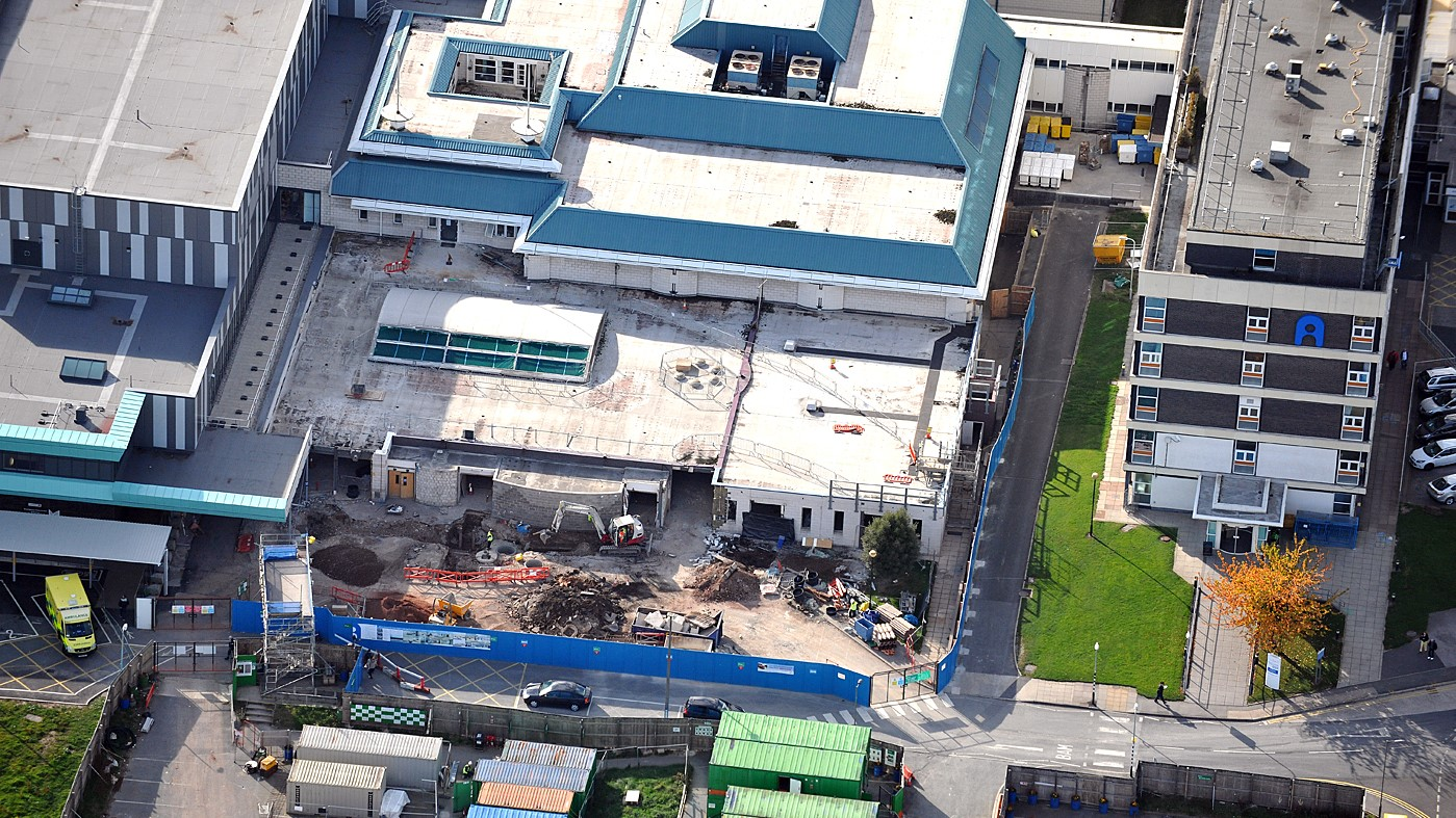 Aintree Hospital Reynolux Roofing Cladding Longworth Aintree Hospital Liverpool Fatra Optimo Traditional Textures (2)