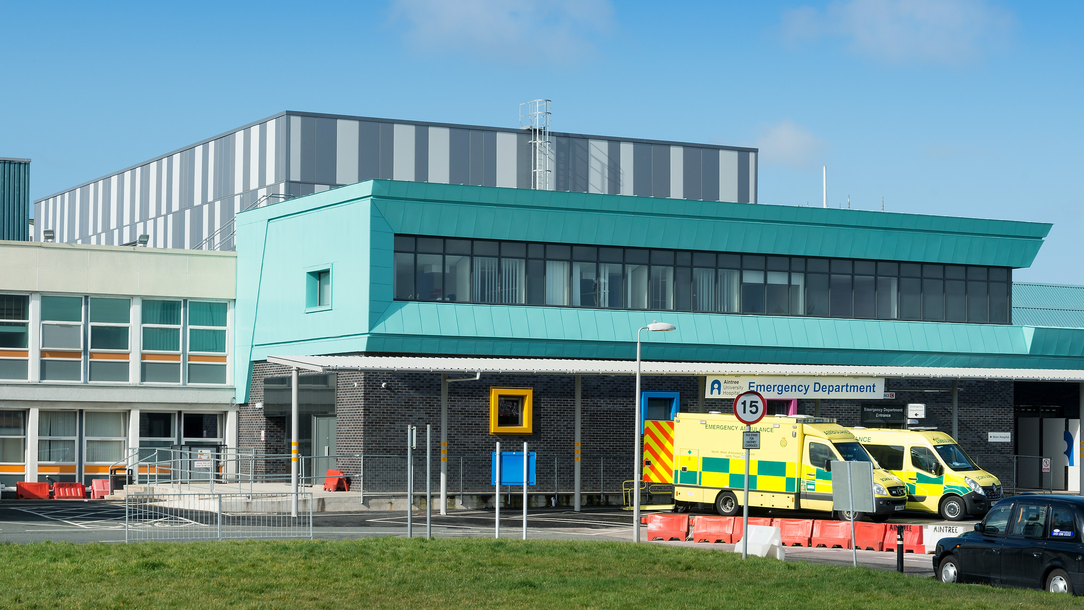 Aintree Hospital Reynolux Roofing Cladding Longworth Aintree Hospital Liverpool Fatra Optimo Traditional Textures (3)