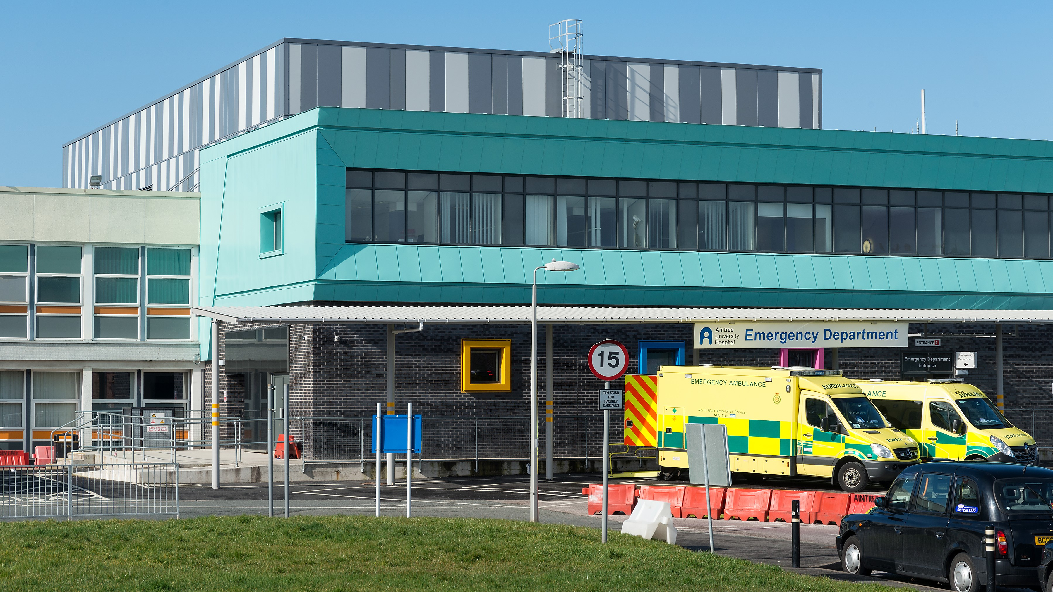 Aintree Hospital Reynolux Roofing Cladding Longworth Aintree Hospital Liverpool Fatra Optimo Traditional Textures (4)