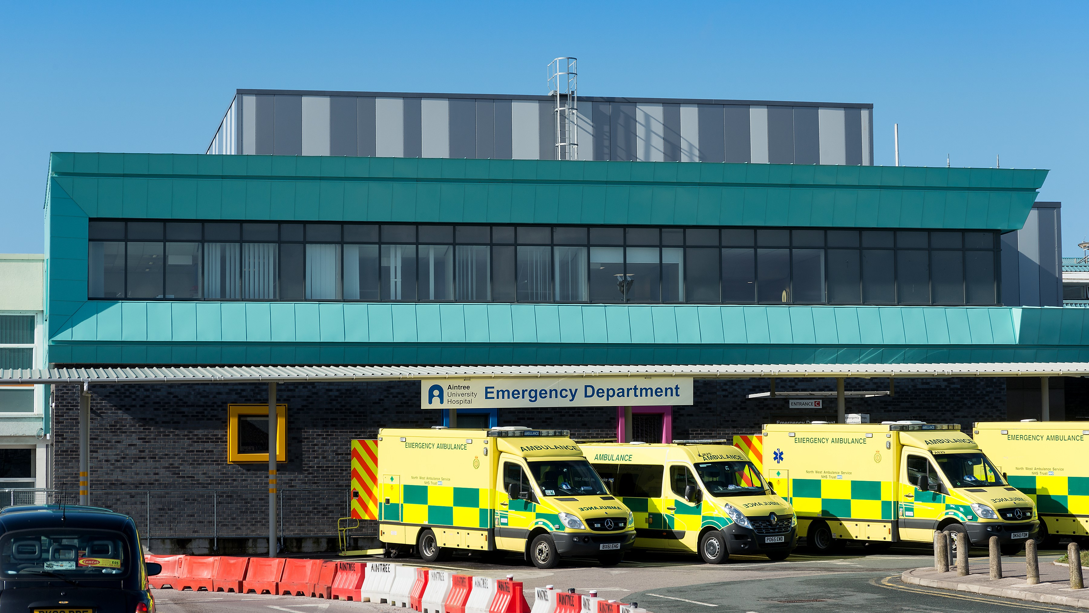 Aintree Hospital Reynolux Roofing Cladding Longworth Aintree Hospital Liverpool Fatra Optimo Traditional Textures (5)