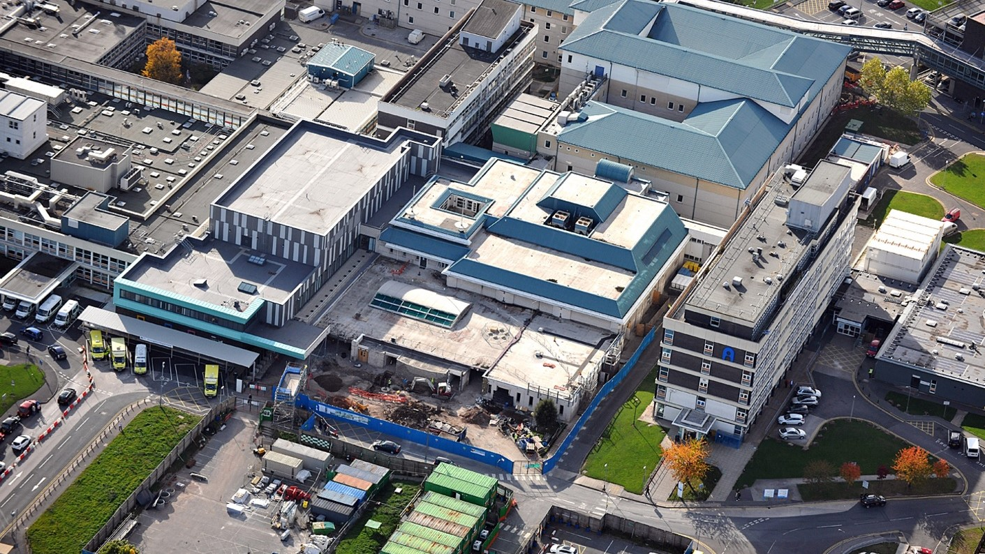 Aintree Hospital Reynolux Roofing Cladding Longworth Aintree Hospital Liverpool Fatra Optimo Traditional Textures (7)
