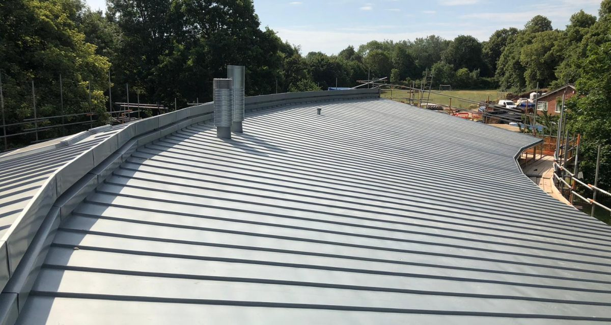 7. Red Hill Primary 31.07.18 Curved and tapered sinc roof showing monoridge details and penetrations